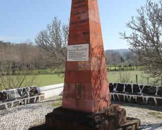 Obelisco em memória ao combate de Foz de Arouce datado de 1811