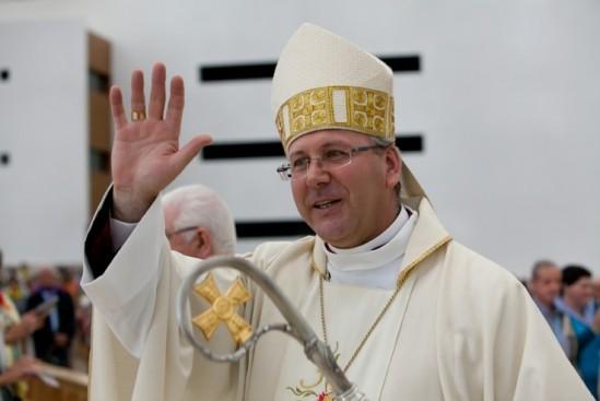 Bispo de Coimbra visita instalações municipais