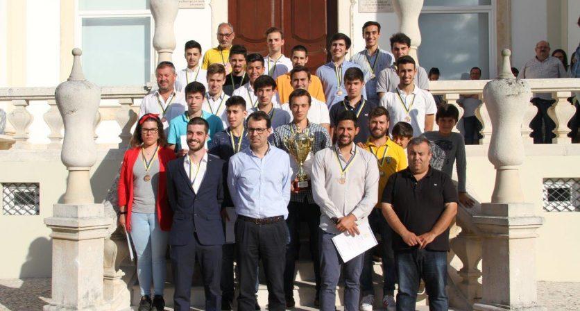 Equipa de juniores de futebol do Clube Desportivo Lousanense recebida na Câmara Municipal
