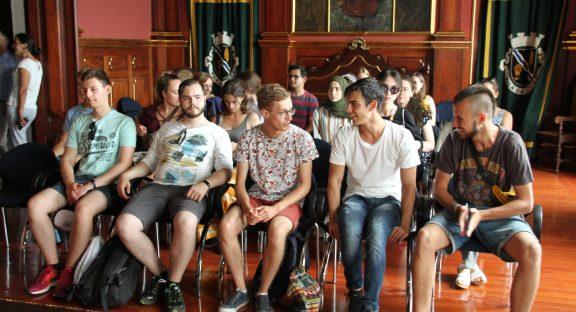 Jovens participantes no Campo de Trabalho Internacional recebidos nos Paços do Concelho