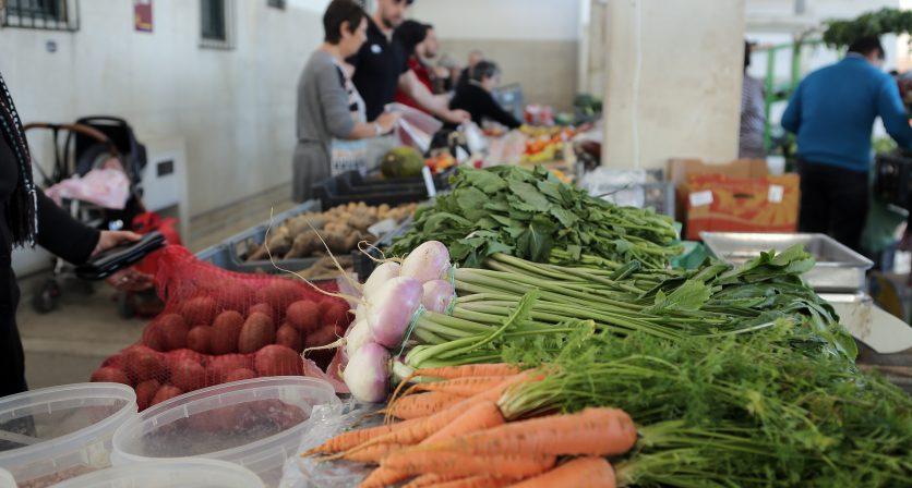 Mercado Municipal mantem-se em funcionamento para venda de produtos alimentares